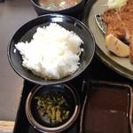とん亭 - ご飯と味噌汁、漬物