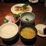 魚料理 ぎん - 焼き魚定食:鯖 ご飯 えのきと豆腐の味噌汁 自家製豆腐 小お造り あぶらげのお浸し 香の物1