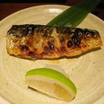 魚料理 ぎん - 焼き魚定食:鯖 ご飯 えのきと豆腐の味噌汁 自家製豆腐 小お造り あぶらげのお浸し 香の物2