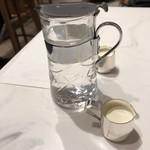 丸福珈琲店 - ミルク&シロップ