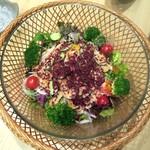 95136057 - 10品目の新鮮野菜とベーコンチップのサラダ