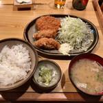 95137374 - 本日のおすすめ定食 カキフライとコロッケ(850円)