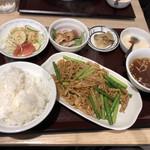 麺と酒菜の店 薫 - 豚肉とニンニクの芽炒め定食