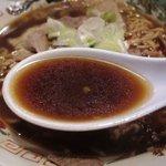 末廣ラーメン本舗 - スープはやっぱり黒い