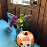 レストラン ラ・フォンテーヌ - テーブルにはジャックランタン。あの暑さはどこへ? 温泉シーズン到来♨︎