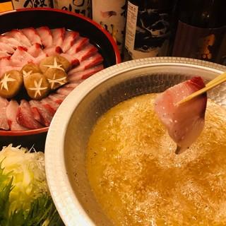 鮮度抜群の食材の数々。おいしい魚とお酒を楽しむ