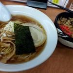 華丸 - ラーメン+生姜焼き丼770円