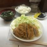 季節料理 西田 - とんかつ定食(750円)