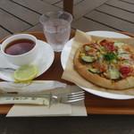 95153428 - 安曇野産ズッキーニのピザと有機紅茶のセット 1180円(税込1274円) (2018.9)