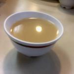 95155509 - お茶碗味噌汁。ワカメの具。