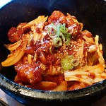 韓国料理・焼肉 きんちゃん - ホルモン石焼きビビンバ。