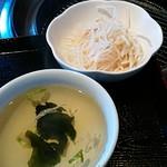 韓国料理・焼肉 きんちゃん - セットのスープ、サラダ。
