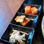 韓国料理・焼肉 きんちゃん - セットの三種盛。バンチャン代わりか。少量、さみしい。