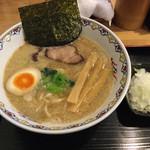鷲ノ巣 - 料理写真:ラーメンと刻みタマネギ(70g、50円)