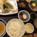 魚國 - 茶屋日替わりごはん@954円。天ぷらは美味しくいただきました(^。^)。マグロではなく、鯵などの地ものならもっと楽しめると思います。。