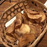 ろばた焼 和和 - おススメ自家製ポテトチップス
