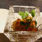 日本料理 鳥羽別邸 華暦 - 鮭とイクラ