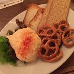 SCHMATZ - マストのオバツダ(Obazter) パンにつけても美味しいですがブレツェルにつけるのがベストマッチです
