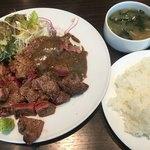 キャトルラパン - ステーキ Lunch (´∀`)/ 2枚 味噌ソース 山葵醤油 素晴らしいヴォリュームです