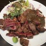 キャトルラパン - ステーキ Lunch (´∀`)/ 2枚 味噌ソース 山葵醤油 素晴らしいヴォリューム