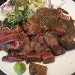 キャトルラパン - ステーキ Lunch (´∀`)/ 2枚 味噌ソース 山葵醤油 ご飯は大将がよそうがまま