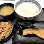 吉野家 - 料理写真:牛鮭定食620円