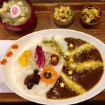 タケウチ - 「イベリコ豚と煮込み野菜のスパイシーチーズカレー膳」1000円(大盛無料)