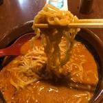 95168099 - 縮れた太麺です