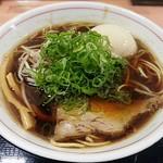 夜鳴きそば じぃ麺 - 料理写真:【しょうゆらーめん(中) + 煮たまご】¥730 + ¥100