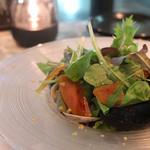 マーサー カフェ - バターと醤油香るたっぷり魚介の贅沢サラダ カラスミがけ