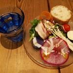 95170611 - 瑞々しく甘い生野菜がたっぷり!彩り鮮やかな産地直送野菜のサラダプレート