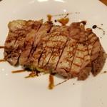95170615 - 肉厚だけどしっとり柔らか、国産豚ロースの低温ロースト、バルサミコ酢のソース
