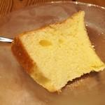 95170620 - ふわんふわんの弾力と玉子の優しい甘味、本日のデザートはシフォンケーキ