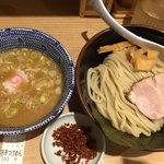 舎鈴 - 赤辛つけ麺
