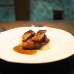 齋華 - 金華豚のチャーシューと梨を濃厚な中華ソースで。