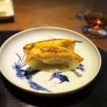 齋華 - 上海蟹の残った味噌ソースにと餃子が出る。