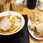 麺喰い メン太ジスタ - 料理写真:中華そば(醤油)、名物からあげ(6個)
