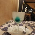 ゆりあぺむぺる - 飲み終えたらグラスに色がついていることに気付きました。