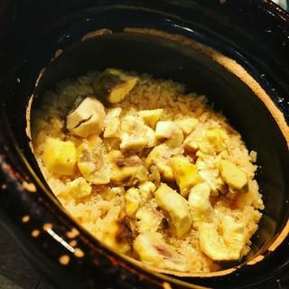 「医食同源」〆は土鍋で炊く季節の「釜津田飯」