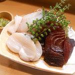 竹はる - 刺身はマグロ漬け、ヒラメ、平貝