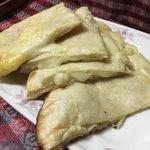 インド ダイニング カフェ マター - チーズナン