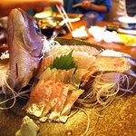 漁師家 大次郎丸 - 料理写真:釣ったばかりの鯛のお刺身っ!!
