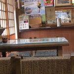 次郎長 - テーブル席です