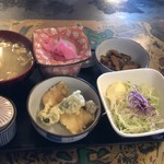 定食の店 牛太郎 - カツカレーのおかず達