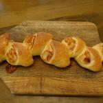 ジャック  - 料理写真:ベーコンエピ(248円):チーズ入りでビックサイズ!