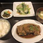 釘本食堂 - 豚足A定食700円
