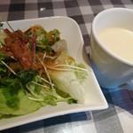 95211327 - 美味しいサラダとスープ。特にドレッシングの評判がよい