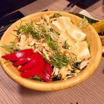 個室バル 鳥と魚と時々ワイン 克  - 蒸し鶏と豆腐の農園野菜ゴマサラダ