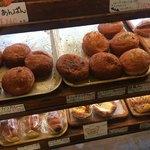 ベーカリーカフェ・ボンジュール - いろいろありの カレーパン ( ´θ`)
