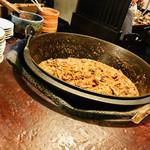 焼とんya たゆたゆ 天満 - 大きな鍋に入ってるもつ煮☆